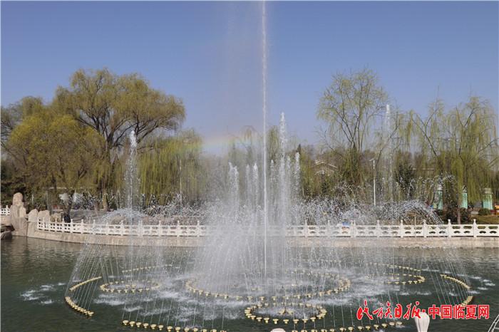 蓝天、喷泉、绿柳_副本.jpg