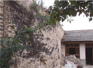 以城墙为邻的建筑.jpg