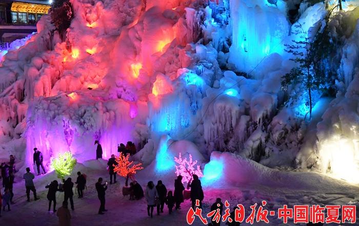 大墩峡五彩斑斓的冰瀑.JPG